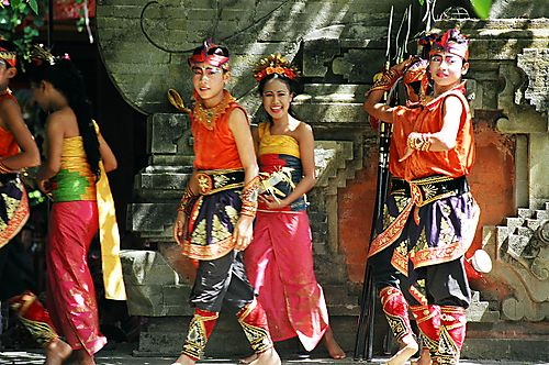 dancers in ubud